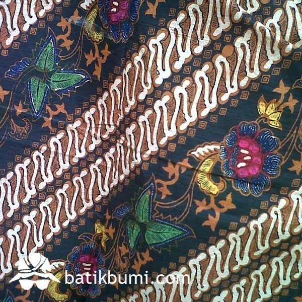 Detail batik tulis lawasan motif parang kombinasi