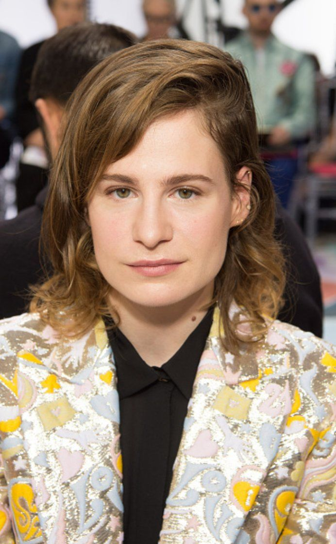 Christine and the Queens au défilé de la Maison Schiaparelli à la #PFW 2016.