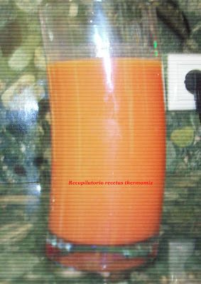Recopilatorio de recetas : Zumo de mandarina, kiwi, fresas y naranja en therm...