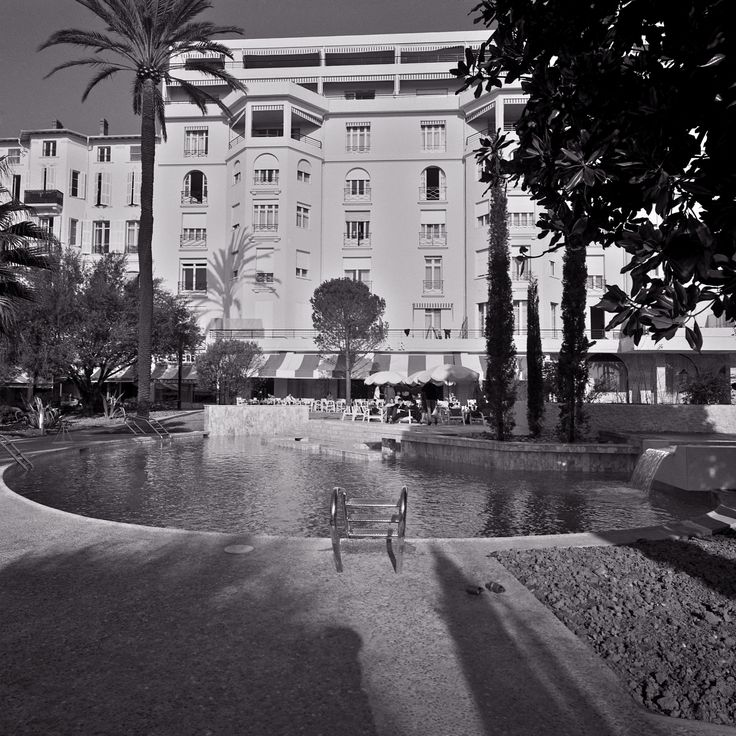 The pool of The Hotel Majestic Barrière