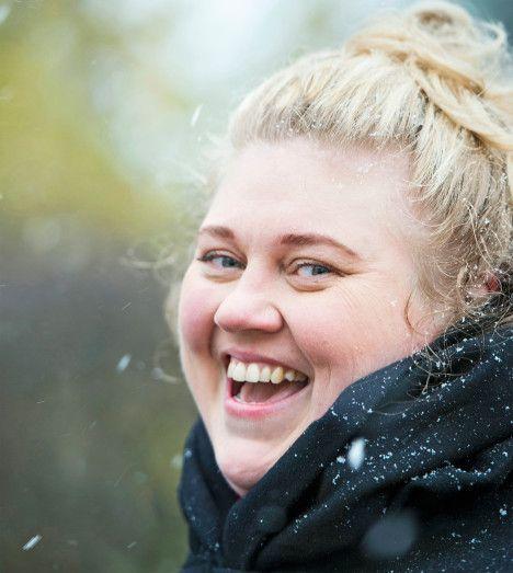 Iiu Susiraja: Olen paksu ja onnellinen * Taiteilija Iiu Susiraja päätti olla julkisesti lihava ja kuvasi sen.  Finland