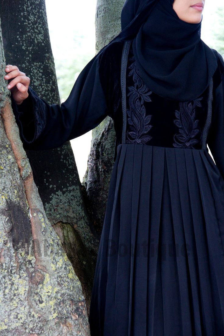 Lady Velvet Empress Abaya The Beautiful design and exquisite flawless Lady Velvet Empress Abaya is made of rich High quality Nida Fabric and smooth delicate velvet. The abaya a rich black smooth velvet clad bodice with intricate black embroidery of foilag