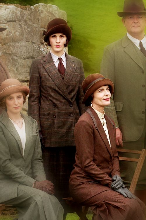 The Crawley Family in Season 5. Edith, Mary, Cora and Lord Grantham. I wise Sybil and Matthew where still alive and that Mary had her har not like that.