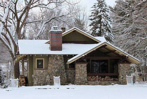 Snowy mountain Craftsman bungalow - Arts & Crafts -  cabin