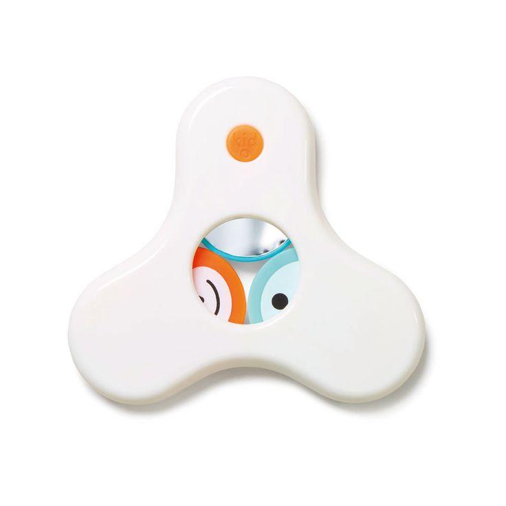 Kid-O ontwerpt prachtig design babyspeelgoed en peuterspeelgoed. Net zoals deze rammelaar. Gemakkelijk vast te pakken en te bewegen, de schuifjes rammelen op en neer maar telkens als je de rammelaar anders op en neer beweegt komt er een ander diertje of kleurtje te voorschijn. En soms zelfs een spiegeltje. Dat is leuk. Ontdekspeelgoed voor de allerjongsten.�  Deze Hide