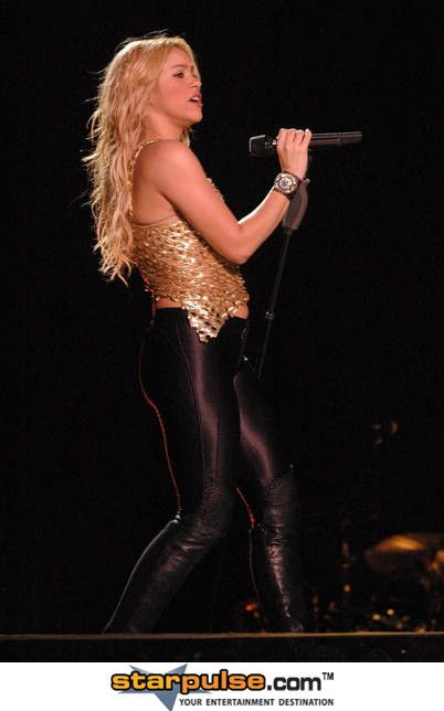 Shakira in Concert at Foro Sol in Mexico City - April 3, 2011