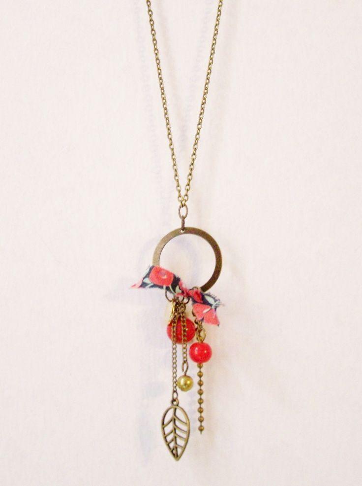 Sautoir liberty perle de verre rouge et anneau en laiton : Collier par les-bijoux-de-circe