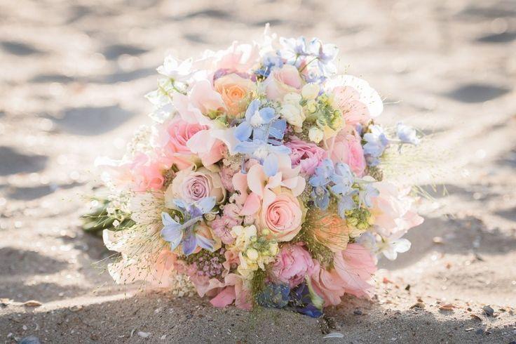 bruidsboeket-strand-boho-pasteltinten-bloemen69
