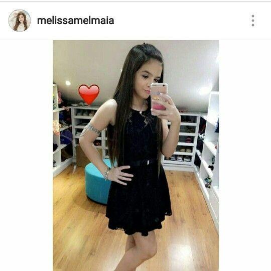 Para o findi, a nossa inspiração é o look que a atriz Mel Maia escolheu para curtir a festa de 15 anos de uma amiga. Que tal apostar no pretinho nada básico? #elausa #melmaia #instafashion #karapalida