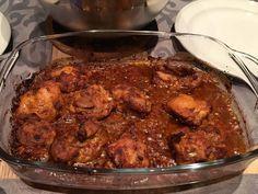 Pittige kip piri piri uit de oven. Van kippendijen gemarineerd met paprikapoeder, chilivlokken, mosterd, wijnazijn, knoflook, citroen, limoen en olijfolie. Heerlijk bij een frisse salade, zoals sal…