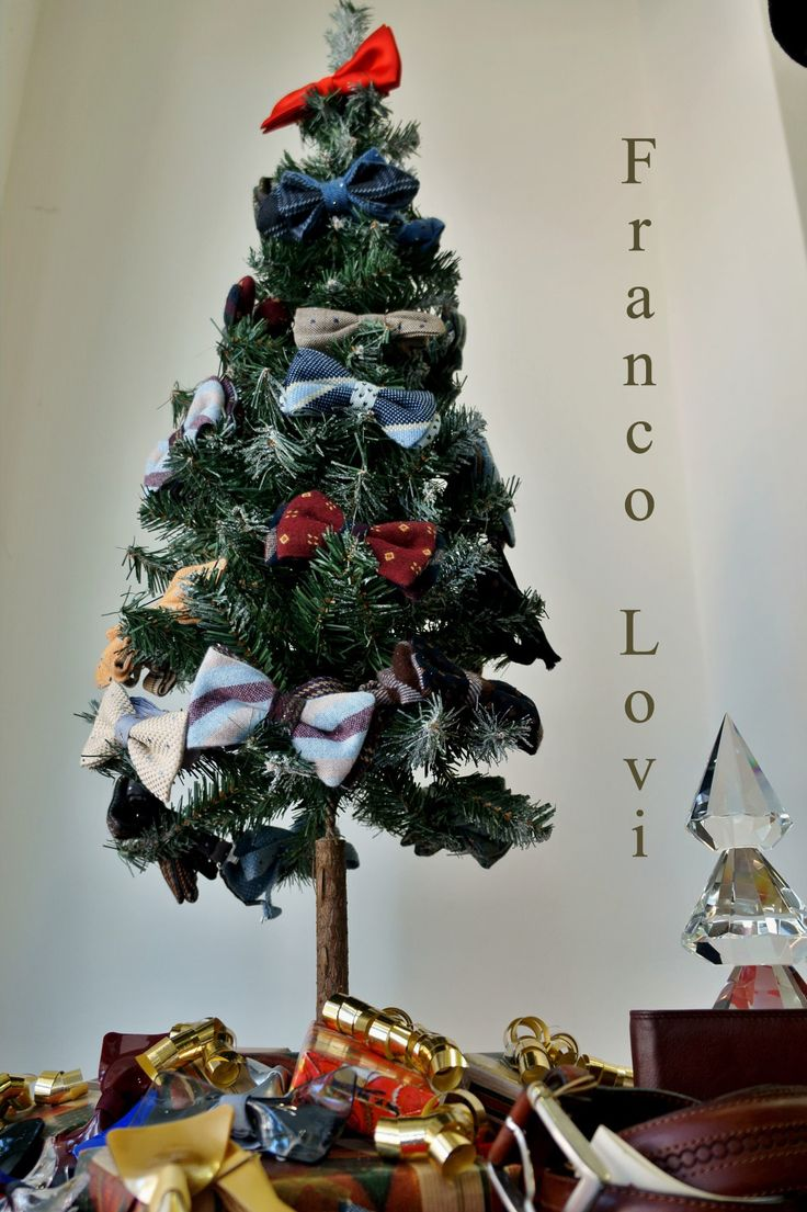 Il nostro albero di Natale  Our Christmas tree  #Franco #Lovi #camicie #camicia #shirt #MadeinItaly #Italia #Italy #CamiciaiDal1938 #Campania #Napoli #Salerno #Fashion #Design #Papillon #SuMisura #Sartoria #Italiana #pochette #camiceria #wool #cashmere #cravatta #tie #natale #christmas #regalo #gift