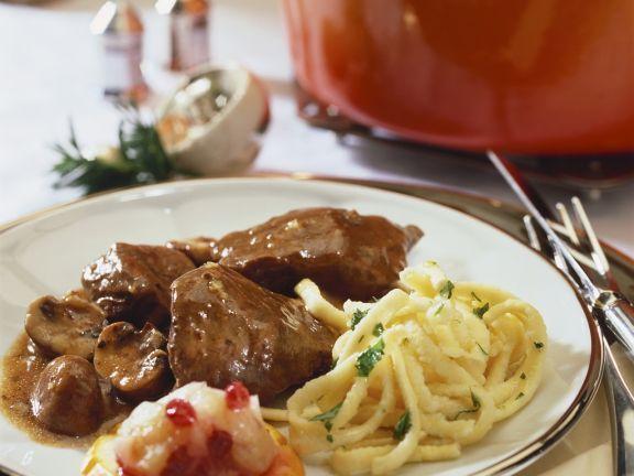 Wild-Pilz-Gulasch mit Preiselbeerbirne und Spätzle ist ein Rezept mit frischen Zutaten aus der Kategorie Hirsch. Probieren Sie dieses und weitere Rezepte von EAT SMARTER!