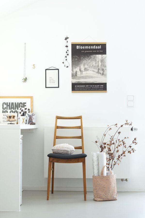 ... und frisch gepolstert und bezogen haben wir diesen wundervollen Stuhl. Das feine Stück ist wohl aus den 1960er-Jahren.