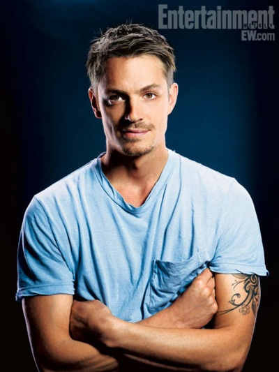 oh how i love Holder :) Joel Kinnaman, The Killing