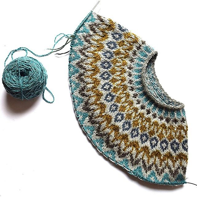 Cant stop knitting yokes! I kept thinking about the color combo for this Riddari sweater, so I deci - knit.love.wool