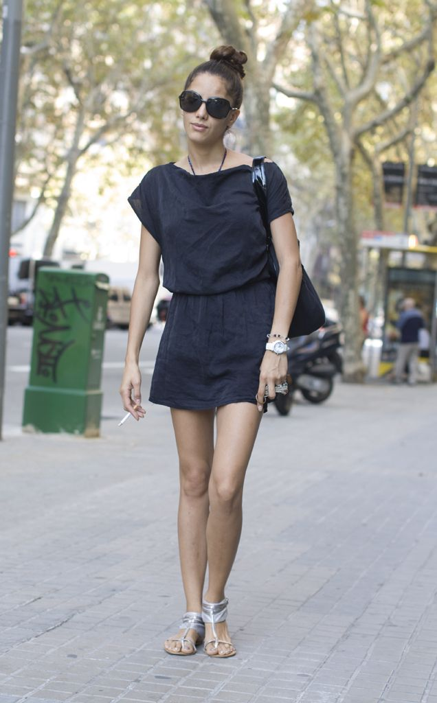 love this relaxed lightweight style in the summer linin Barcelona Street Style