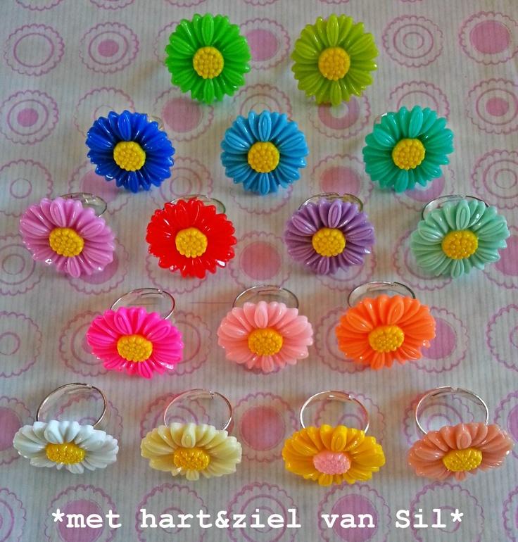 ~Stevige bloem-ringen in vrolijke lente-kleuren gemaakt door mijzelf~
