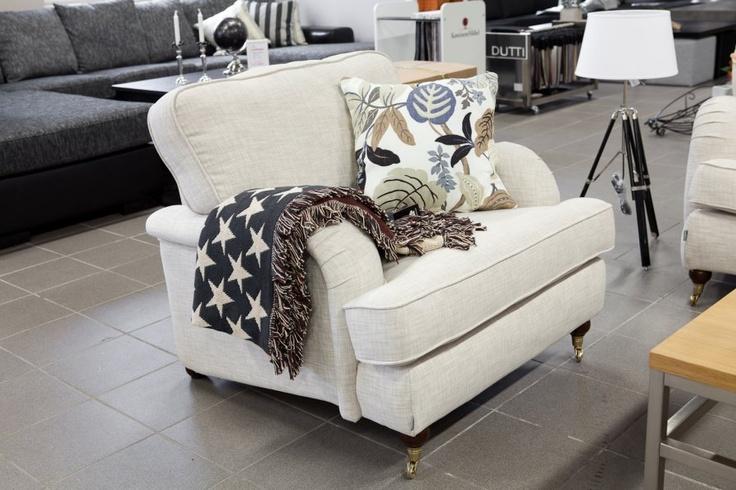 Vi tilbyr Howard Sofaer og produktet Howard Lenestol for 3995 kr. Vi har også andre møbler og hjemmeinnredning samt utemøbler for rask leveranse!