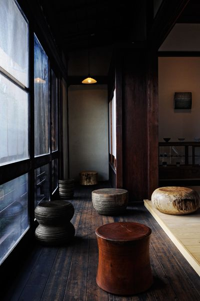 Love the serenity of this Japanese home, and the gorgeous wood stools. // George Peterson