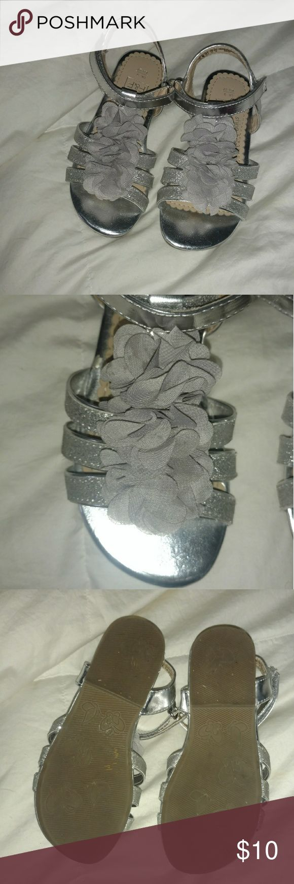 F&F girls silver sparkly sandals - size 10 EUC F&F girls silver sparkly sandals - size 10 EUC Super cute girls sandals. Floral detail, sparkly straps. Worn only once (see picture of bottoms) Dress (sz 4T) is also available for $25!! Bundle to save 10%!! F&F Shoes Sandals & Flip Flops