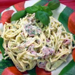 Spaghettisalat mit gekochtem Schinken in Acht-Kräuter-Dressing