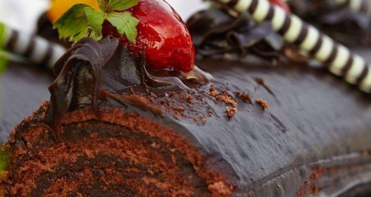Υπέροχο γλυκό    Στο μίξερ χτυπάμε τους κρόκους με τα 50 γρ ζάχαρη με το σύρμα, μέχρι να αφρατέψουν πολύ και να ασπρίσουν.Λιώνουμε τη σοκολάτα σε μπεν μαρί ή στα μικροκύ...