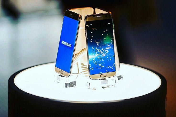 Il #Galaxy8 avrà un assistente vocale! Si chiamerà #Viv  #Samsung non perde tempo e acquisisce la tecnologia di Viv Labs Inc, una società gestita da un co-creatore di #Apple Inc per il programma di assistenza vocale #Siri.  Leggi tutto qui: