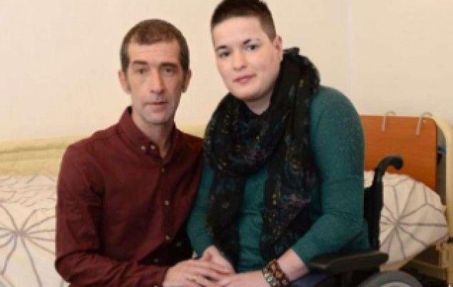La storia di Louise Defreitas, paraplegica a vita a causa di una delle sue sorelle gemelle