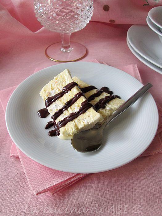 UN semifreddo buonissimo con panna e torroncino e con una crema di cioccolato fondente fuso da urlo..ricetta dolce La cucina di ASI