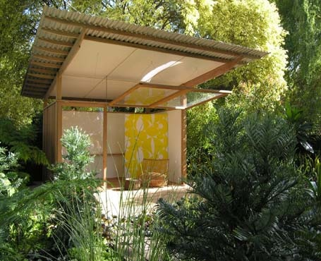 Small space in a deckhouse with nature all around. Beautiful place to stay, sleep & relax.
