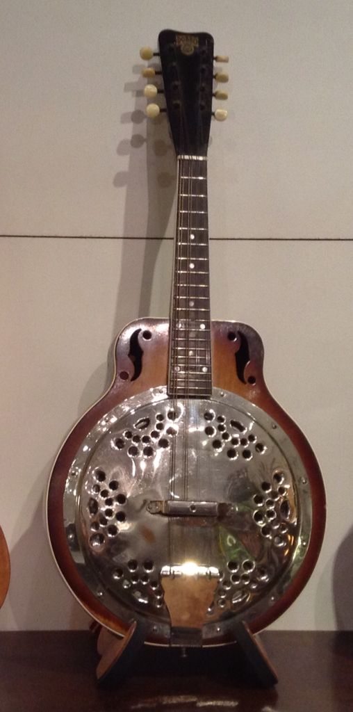 http://www.nzmusician.co.nz/index.php/ps_pagename/article/pi_articleid/885/pi_page/2 Dobro mandolin. Now very playable.