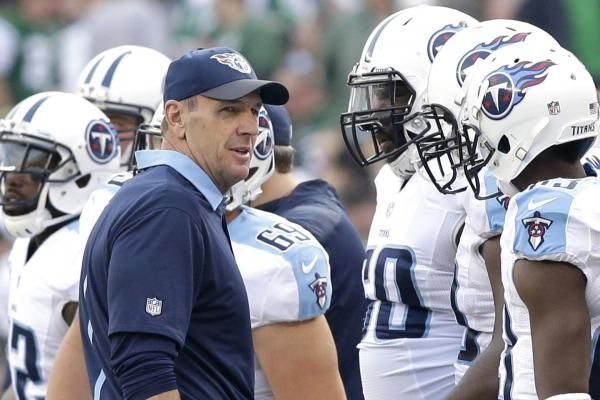 Tennessee Titans running back DeMarco Murray is sporting a cast on his right hand, but coach Mike Mularkey didn't appear to be too concerned on Thursday.  Mularkey had a similar attitude in regard to the status of Tajae Sharpe as the second-year wide receiver recovers from last... - #DeMarco, #Hand, #Murray, #RB, #Recovering, #Tennessee, #Titans, #TopStories