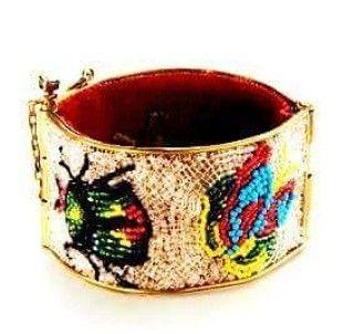 Bracciale ricamato su tulle di metallo con conterie d'epoca, tema insetti www.annaritavitali.it