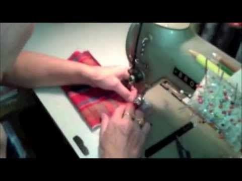 Coudre sa trousse/pochette brodée avec une fermeture éclair dentelle - YouTube