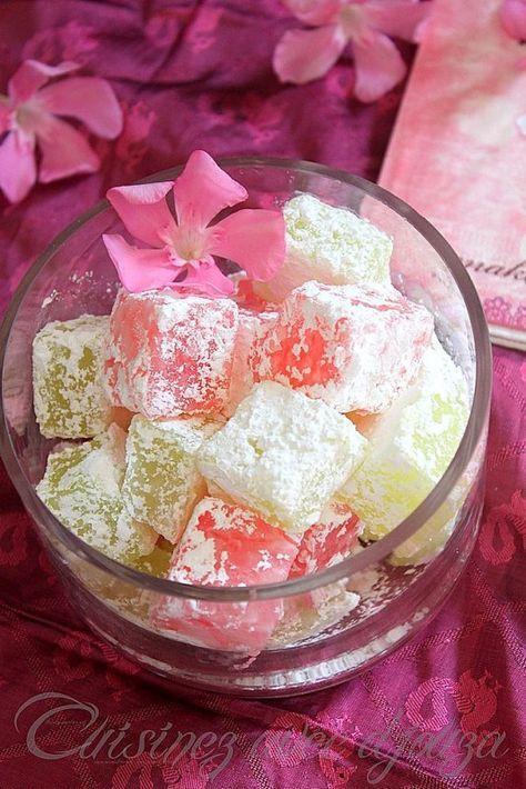 Je cherchais la vraie recette des loukoums (rahät loukoum, halkouma) simple et sans gélatine. Ce bonbon loukoum est d'origine turque (turkish delight) coloré