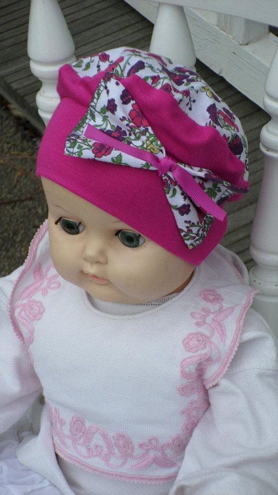 bonnet béret chapeau bébé naissance jersey coton fuchsia et imprimé fleurs 18fe3db1c59