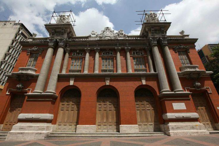 M s de 25 ideas incre bles sobre arquitectura francesa en for Casa clasica caracas