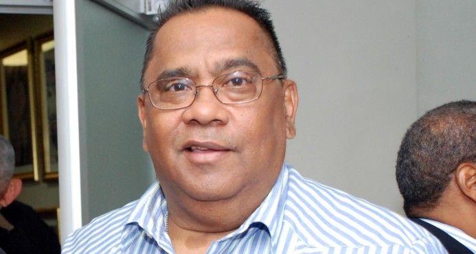 Roban en vivienda de periodista Bienvenido Rojas a plena luz del día SANTO DOMINGO. El editor deportivo y mítico periodista deportivo dominicano, Bienvenido Rojas, fue víctima de un robo en su vivienda durante la tarde de este sábado, a plena luz del día.