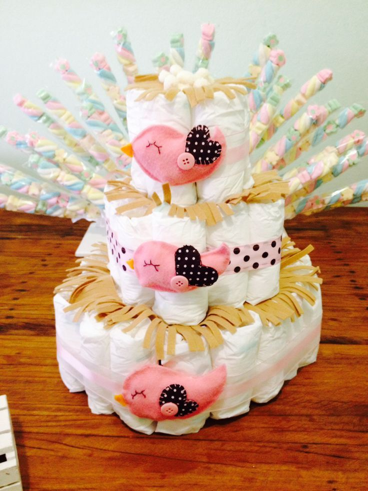 Reunimos uma lista de ideias de bolo de fraldas de menina pra você se inspirar e, quem sabe, fazer igual no seu chá de bebê. Vem ver essas lindas opções!