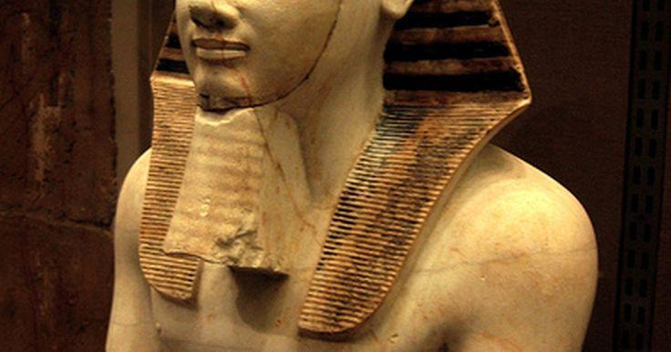 La cultura de las máscaras utilizadas en Egipto. El misterio siempre a envuelto a la cultura egipcia, que ha cautivado a gente de todo el mundo. Los egipcios han dejado muchas maravillas y pistas que nos permiten aventurarnos hacia sus costumbres, incluyendo sus excéntricas máscaras de oro. A través de los siglos, los historiadores han descubierto lentamente los secretos que rodean los ...