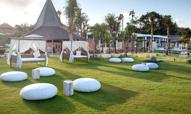 Sadara is the best one nusa dua hotel which offers a vibrant beach club & seaside dining venues. Designed with the intention to maintain Bali 's heritage.