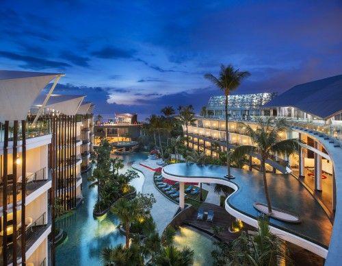 【バリ連載1】まるで海の上!ビーチでBBQも楽しめる極上ホテル「ル メリディアン バリ ジンバラン」