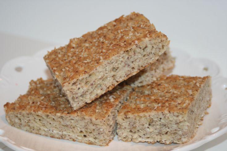 Saftigt LCHF-bröd med hasselnötsmjöl – lättbakat och gott! – Alla goda ting