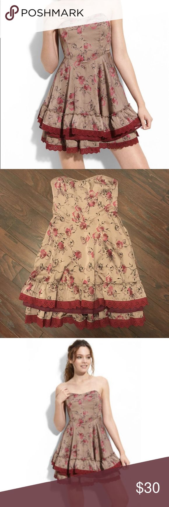Free People 'Painter's' floral print strapless A beautiful dress designed with angled seaming in the waist, just above a tiered skirt trimmed with lace and ruffles. Light coffee brown with floral pattern and maroon lace trim. Worn once. Runs large. Fits more like a size 6. Free People Dresses Mini
