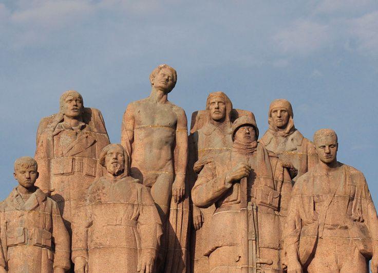 <em>Les Fantômes</em>, Paul Landowski's WWI memorial sculpture.
