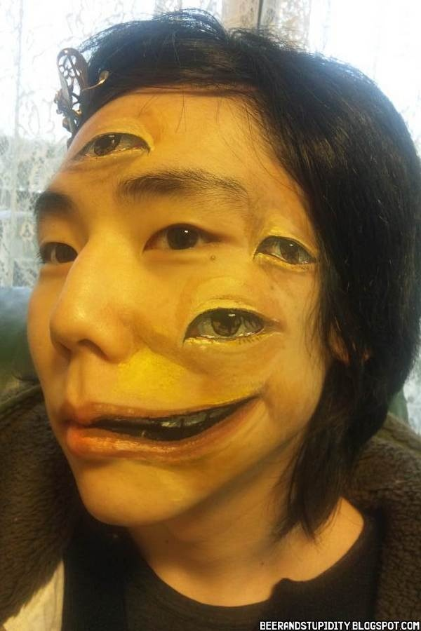 Beer And Stupidity: Creepy Japanese Body Art - had to be drunk to do this!!