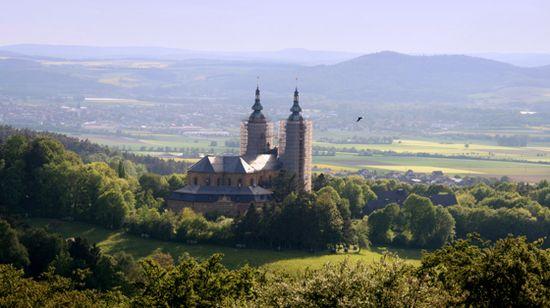 Sommerliche Basilika Vierzehnheiligen im Gottesgarten am Obermain