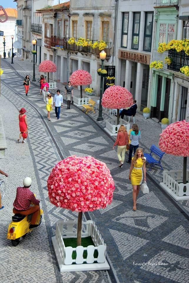 Rua Direita - Aveiro. Rua decorada para um filme comercial de biscoitos italianos