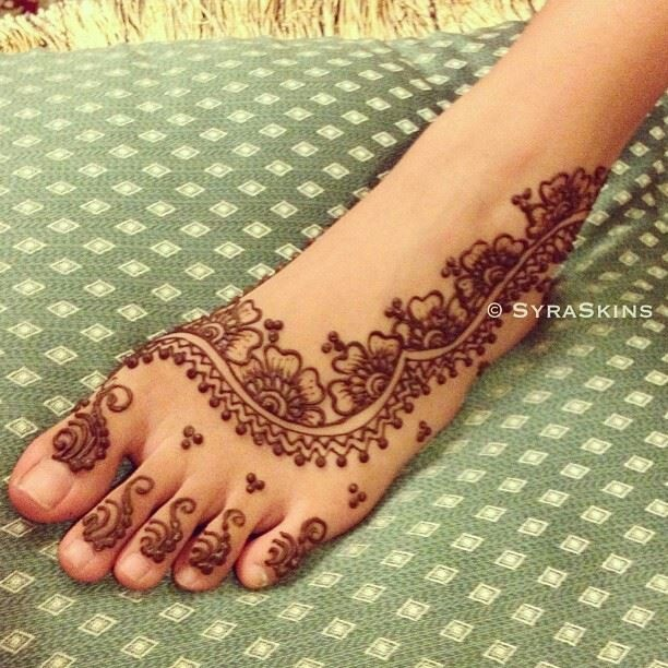 Arabic foot henna design with paste still on. https://www.mehndiequalshenna.com/