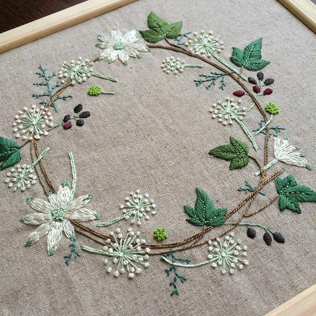 #冬のリース 完成です  #刺繍 #embroidery #青木和子 #リース #wreath #アイビー #ヤツデ #フランネルフラワー #コニファー #サルココッカ #flowers #yumetosanpo2015mostliked